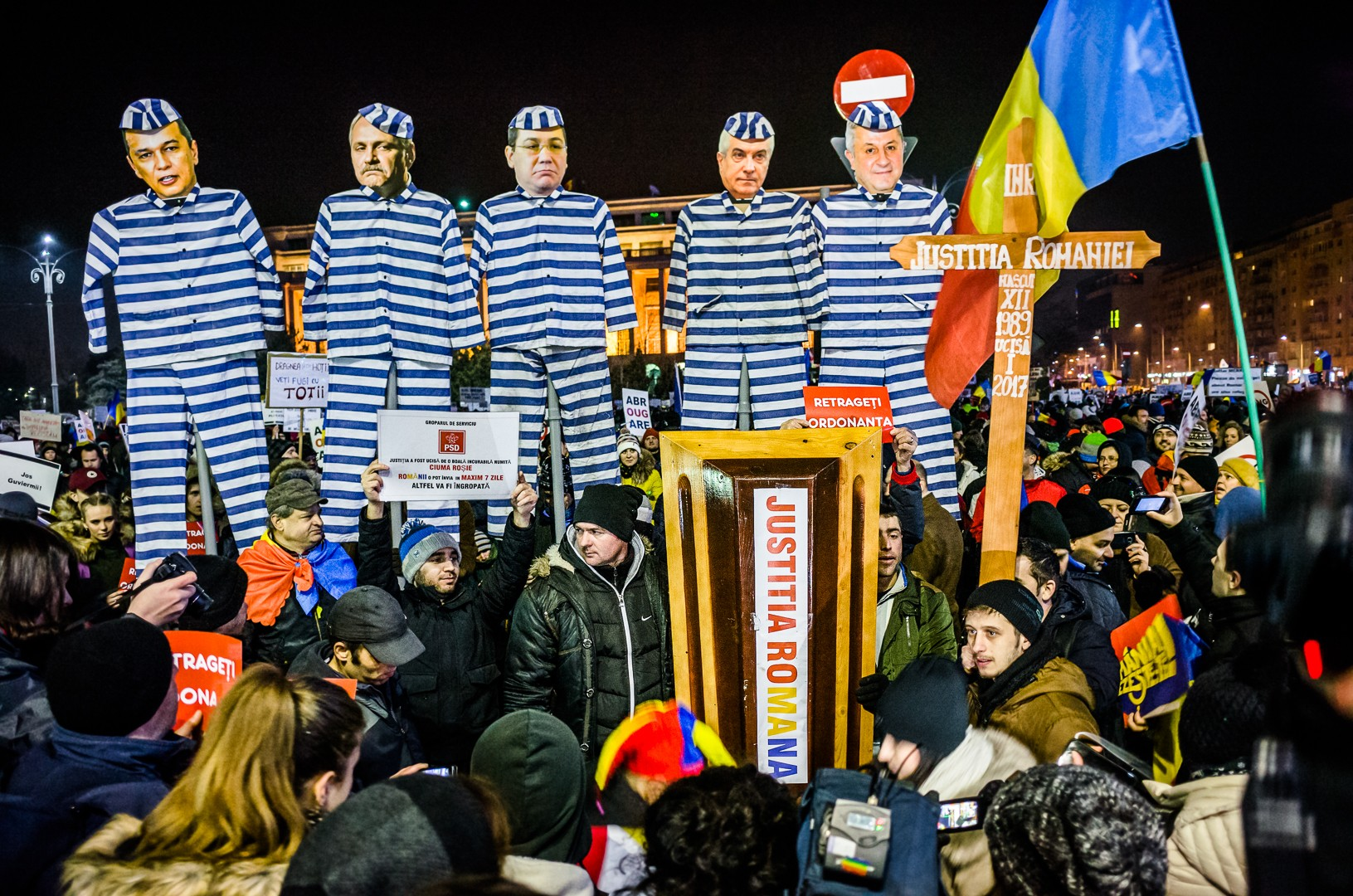 "EU on Corruption: Romania ""Backtracks,"" Bulgaria Progresses