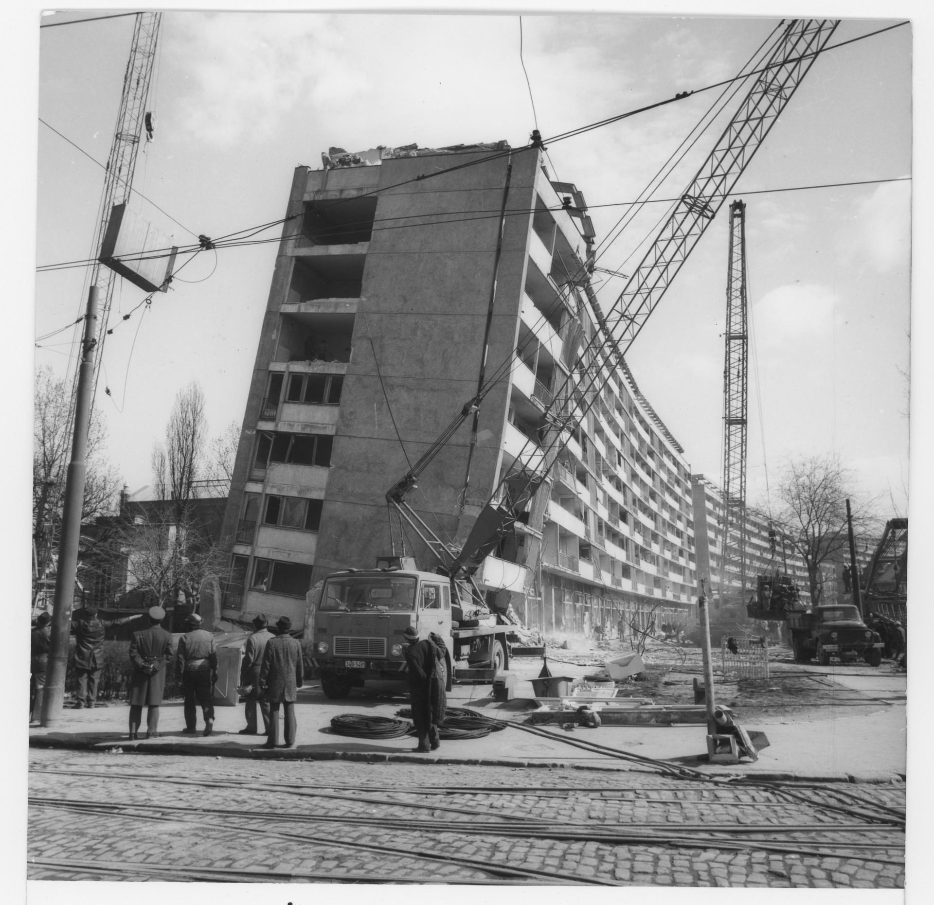 Bloc Lizeanu prabusit la cutremurul din 1977