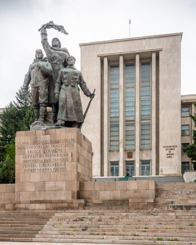 Monumentul Eroilor Patriei - Universitatea Nationala de Aparare