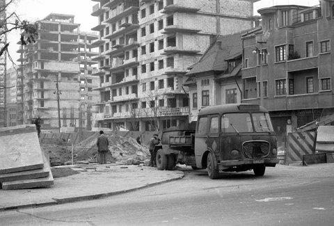 SKODA pt. asfalt intersectia Banu Manta cu Titulescu 25.12.1976