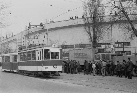 V 09 nr. 215 linia 11 Stadionul Giulesti 29.02.1976