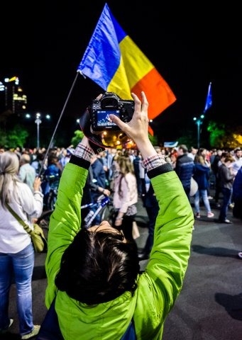 5D mark iPhone - Protest anticorupție - Piața Victoriei