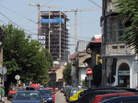 Str. General Berthelot cu Cathedral Plaza în construcție, 2007